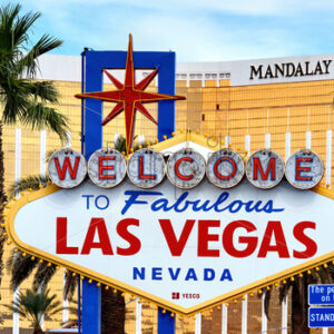 LAS VEGAS, USA – SEPTEMBER 25, 2019: Welcome to Fabulous sign with Mandalay Bay Hotel on the background - Starpik Stock