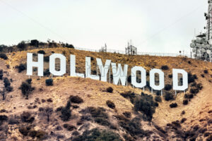 LOS ANGELES, USA – SEPTEMBER 26, 2019: Hollywood sign with communications facility on the hill - Starpik Stock