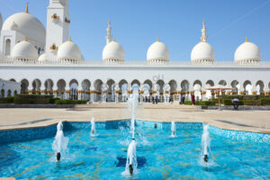 Sheikh Zayed Grand Mosque at daylight. Abu Dhabi, United Arab Emirates - Starpik Stock