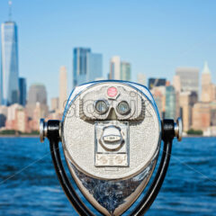 vintage touristic binocular on the panorama of New York City during the day, USA - Starpik Stock