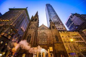 NEW YORK, USA – SEPTEMBER 19, 2019: Fifth Avenue Presbyterian Church and skyscrapers at night. Vibrant colors - Starpik Stock