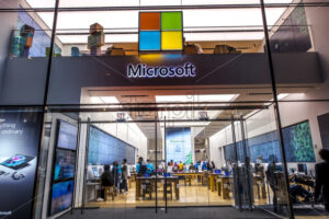 NEW YORK, USA – SEPTEMBER 19, 2019: Microsoft store with lots of people inside. Vibrant colors - Starpik Stock