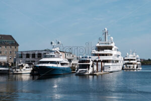 Buildings and boats at the port and harbor of Boston marina, USA - Starpik Stock