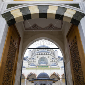 Entrance into the inner yard of the Camlica Mosque with people inside, white marble, Istanbul, Turkey - Starpik Stock