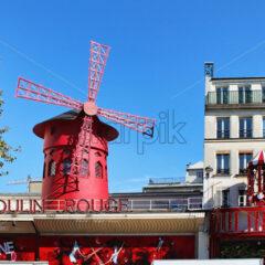 PARIS, FRANCE – SEPTEMBER 10, 2015: Moulin rouge building, front view - Starpik Stock