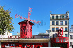 PARIS, FRANCE – SEPTEMBER 10, 2015: Moulin rouge building, front view - Starpik Stock