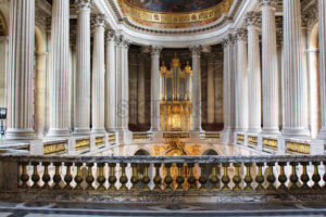 PARIS, FRANCE – SEPTEMBER 12, 2015: View on palace of versailles interiors - Starpik Stock