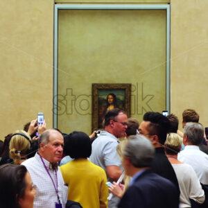 VIDEO – PARIS, FRANCE – OCTOBER 04, 2018: Visitors at Louvre museum Mona Lisa art galleries, stock video - Starpik Stock