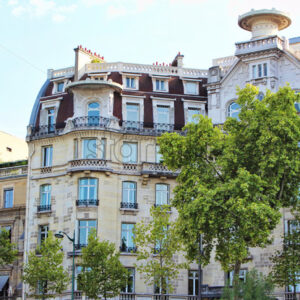 View on buildings along seine river, blue sky with white clouds, paris city, france - Starpik Stock